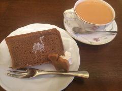 本当は教えたくないけど大阪市中央区のカフェTea Room 森のらくだがおすすめ スコーンやシフォンケーキなどのスイーツが人気のお店なんですがランチメニューもありますよ ランチタイムのおすすめはカレー カレーにケーキや紅茶もついたお得なセットがあるのでお口直しに召し上がれ   #大阪 #ランチ #グルメ #スイーツ #カフェtags[大阪府]