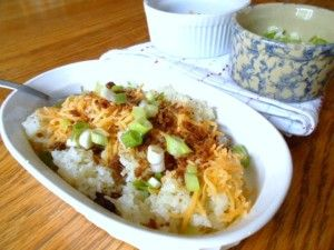 Loaded Mashed Cauliflower - 3 Weight Watchers Points Plus Value. I would veganize this with veg broth and Daiya cheese, no bacon.