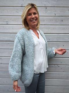 De Bernadette die niet van je schouders glijdt pattern by Bea Torfs