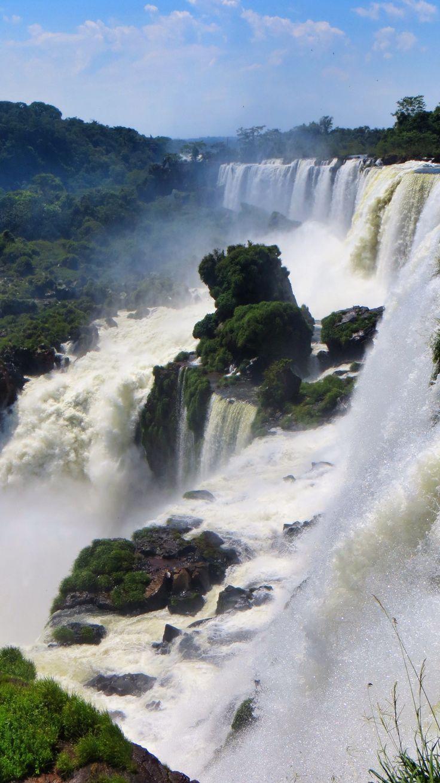Näin viime yönä unta, että olin jälleen ihastelemassa valtavia vesiputouksia viidakon keskellä. Siitä sain inspiraation (ja muistutuksen), että lupasin kertoa matkakertomuksen muodossa yhdestä lyhy…