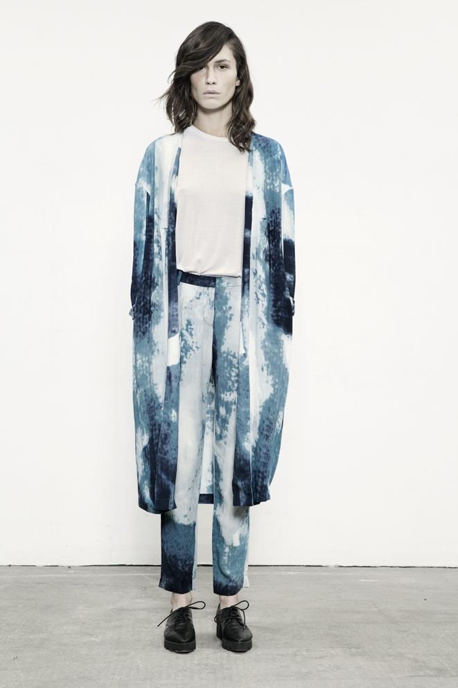Printed blue kimono jacket & pants; abstract pattern fashion // Just Female
