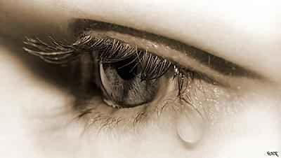 Sírjunk csak Nem az a gyönge, ki könnyezni szokott, ki fájdalmát mutatva emberként zokog, az a gyönge, kinek fénytelen a szeme, ki akkor is hőst játszik, ha fogytán ereje, mert azt hiszi a könny a gyengeség jele, s csak a bátortalanok élhetnek vele, pedig a könny életcsatánk azon fegyvere, mely szívünket védi, ha túl mély a sebe. Kun Magdolna