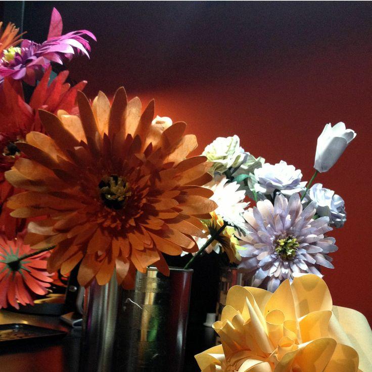 Spring is already on our desk - Sulla nostra scrivania è già primavera - #paper #flowers #flower #paperflowers #handcraft