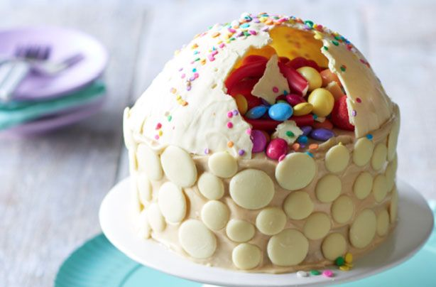 This gorgeous chocolate smash cake is perfect for a special occasion! A little bit of extra effort will give you a unique and personalised cake that you can fill with either yours or your child's favourite sweets. Fun, with a piñata theme, happy smashing!