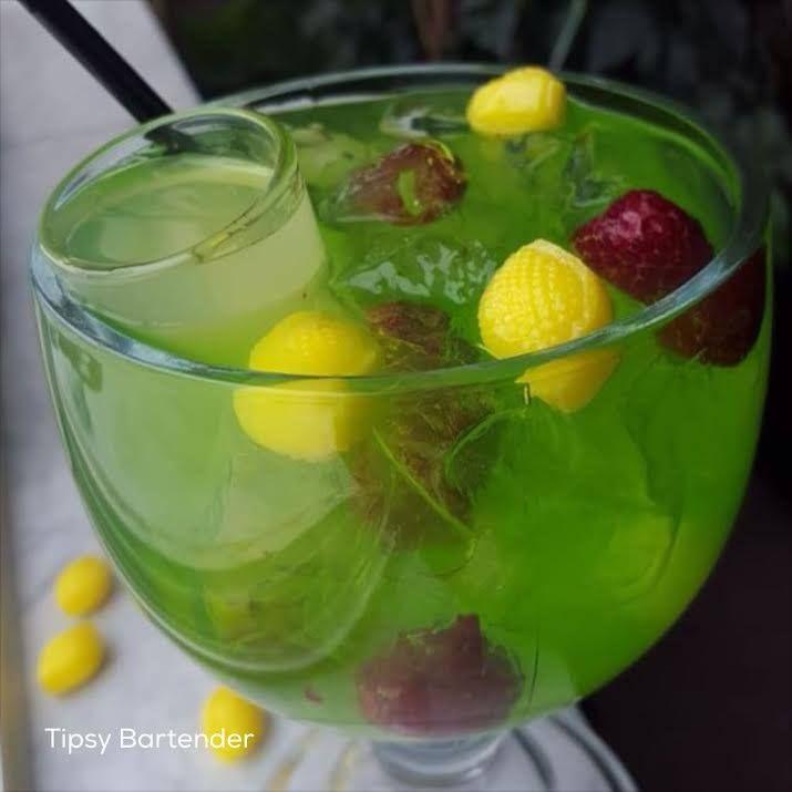 Lemon Razz Sangria - For more delicious recipes and drinks, visit us here: www.tipsybartender.com