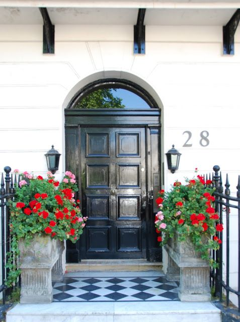 If I Lived in London... love the doorway, pots of bright blooms and charming checkerboard stoop.