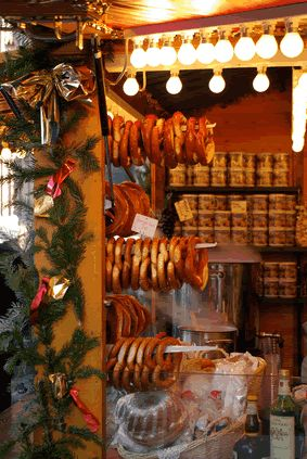 German Christmas Markets What to know about the food http://www.germanfoodguide.com/holiday-christmas-mkts.cfm