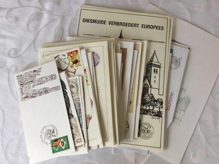 België - Partij van 85 FDC's en gelegenheidsstempels en 50 postkaarten  50 postfrisse briefkaarten en 85 eerstedagsafstempelingen op diverse formaten ( fdc covers themabladen enz)Met voor de briefkaarten o.a. : (oudste) briefkaart van 2 frank uit de jaren '60; 1 postblad stripfiguren 1996 9 verschillende briefkaarten 150 jaar België (1980) 11 verschillende briefkaarten uit de reeks miniaturen.First day :1975 Themabelga;1978 : 9 houtgravures (3 reeksen) van Frank-Ivo Van Damme met…