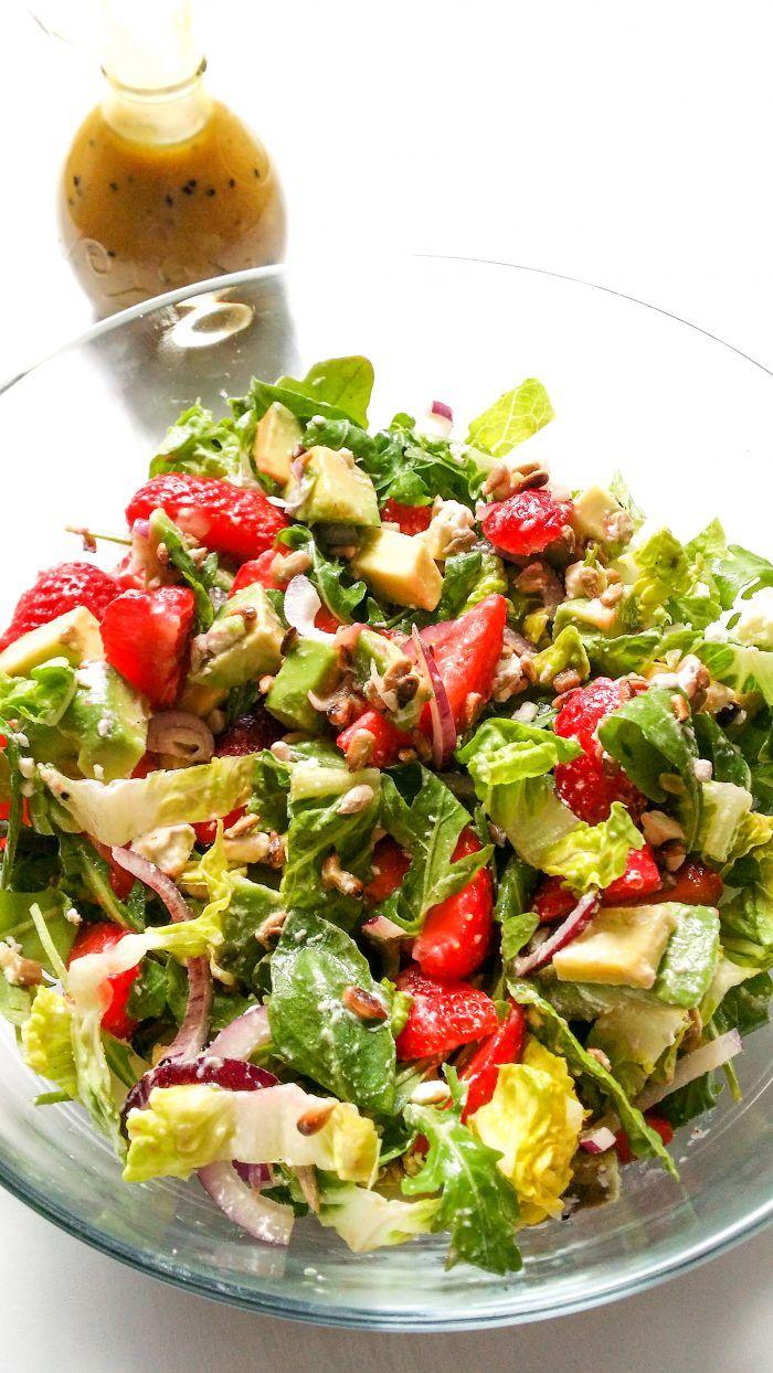 Salatka Z Truskawkami Awokado I Rukola Przepis Salatki Letnie Salatka I Zdrowe Jedzenie