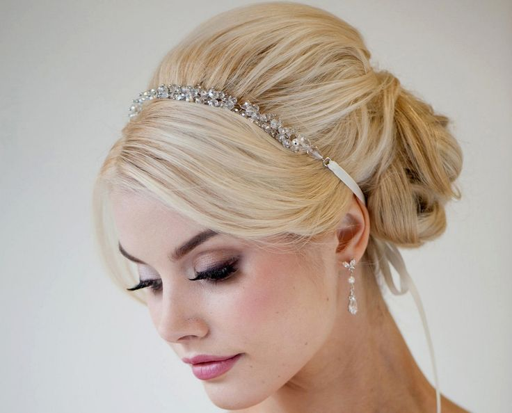 Glorious Vintage Bridesmaid Hairstyles : Vintage Hair Trend 2017 https://bridalore.com/2017/04/21/vintage-bridesmaid-hairstyles-vintage-hair-trend-2017/