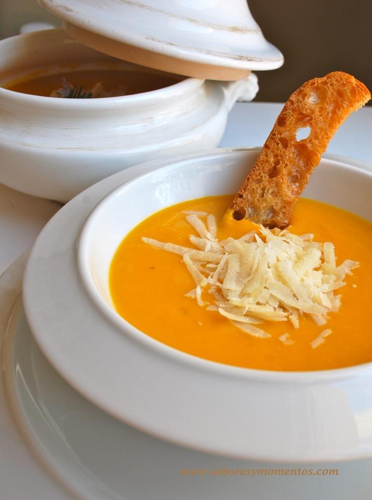 Una deliciosa crema de Calabaza y zanahoria con Parmesano rallado...mmm. Si queréis la receta... www.saboresymomentos.com