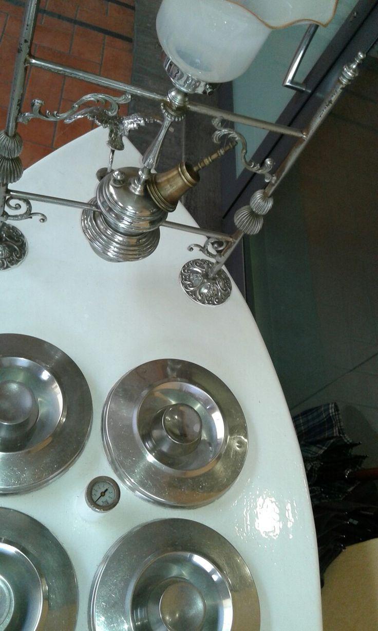 """Carretto dei gelati costruito nel 1939,  restaurato ed in uso nella gelateria """" la golosa"""" di Castel Bolognese, Ravenna"""
