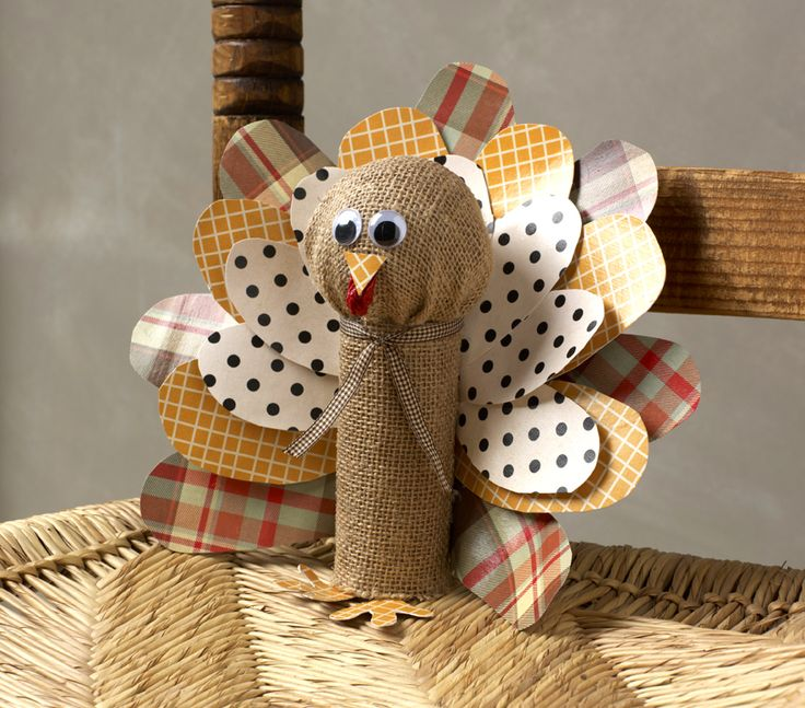 Toilet Paper Roll Turkeys- fun craft for little T and cute for the kid's table. Who wouldn't want to do that?