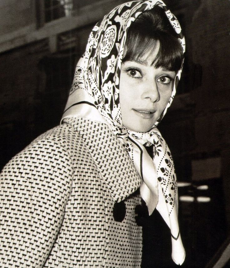 The actress Audrey Hepburn photographed by Elio Sorci at Rome's downtown, in March 1964. Audrey was wearing: Coat: Givenchy (of wool, white and navy blue with navy blue buttons, of his collection for the Autumn/Winter 1961/62). Kerchief: Givenchy (of printed silk, of his collection for the Spring/Summer of 1963).