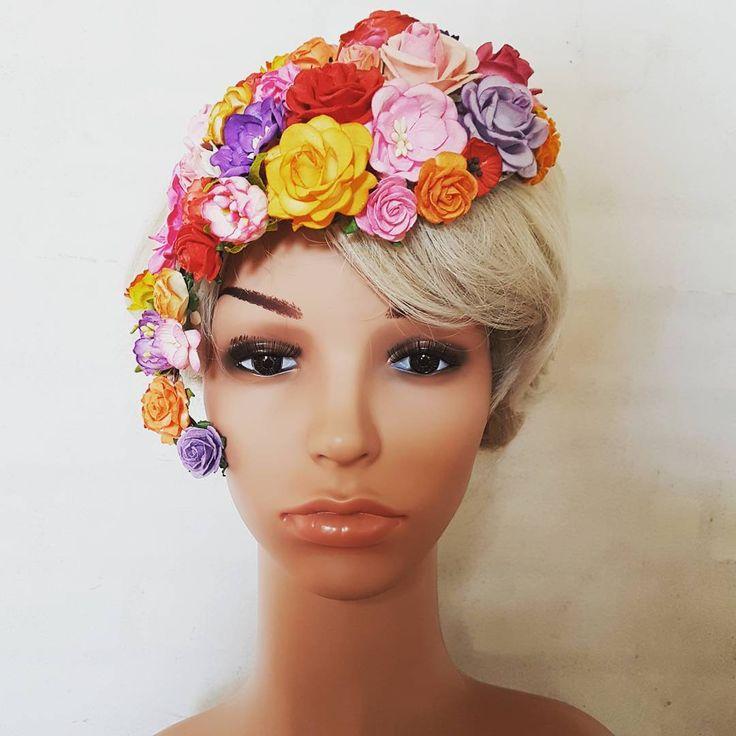 Helt fantastisk farverig sag på vej til en af mine søde kunder❤  .  .  .  #hårpynt #hairinspo #derbyhats #florals #floralfridaycompetition #flower #blomster #bohobride #boho #ohsopretty  #handmade #handmadebusinessess #dailydoseofcute #etsyshop #shoplife #shopifystore #hår #millinery #