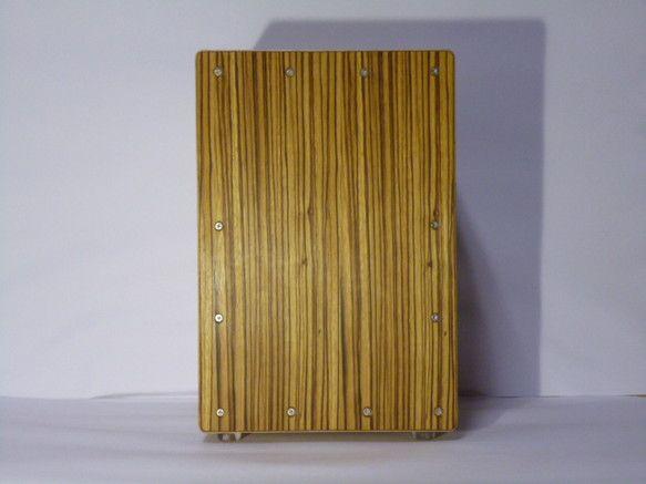 寸法:高さ320×幅220×奥行220材料:白樺間伐材12㎜、背面シナ5.5㎜、打面ラワン3㎜スナッピー:ギター弦V式塗装:オイル付属...|ハンドメイド、手作り、手仕事品の通販・販売・購入ならCreema。