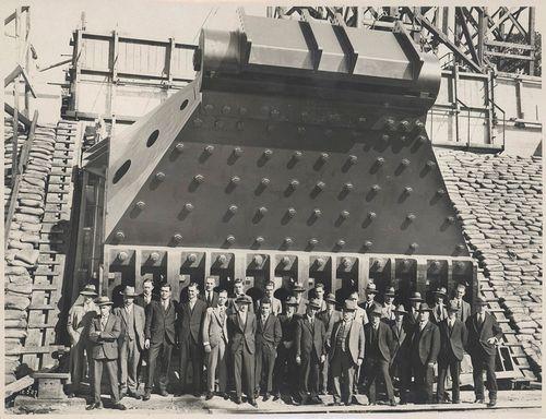 Construction of Sydney Harbour Bridge main bearing, 1927