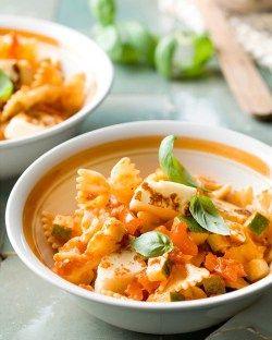 Vegetarische pasta met tomatensaus & halloumi