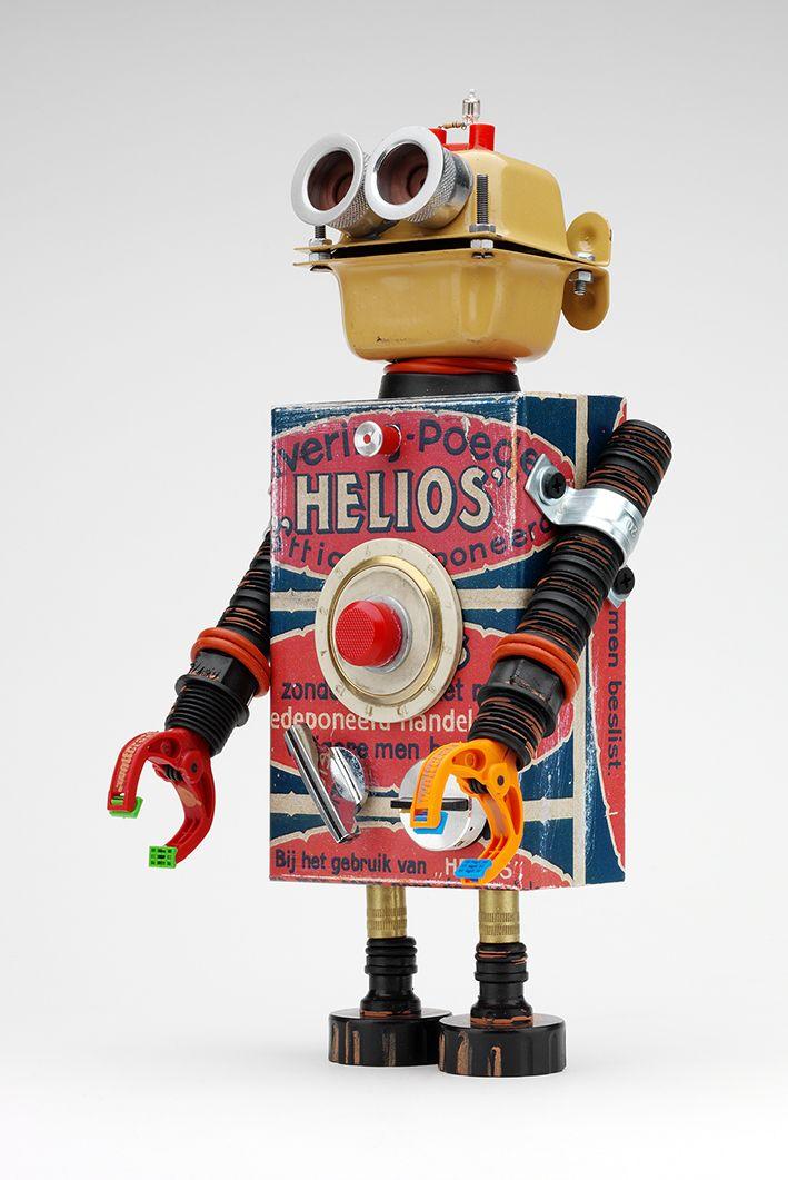 Helios es un pitarquerobot sonriente su filosofía es acompañarte y transmitir vibraciones positivas.