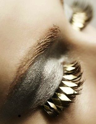 Sparkly silver lids and gold diamond eyelashes