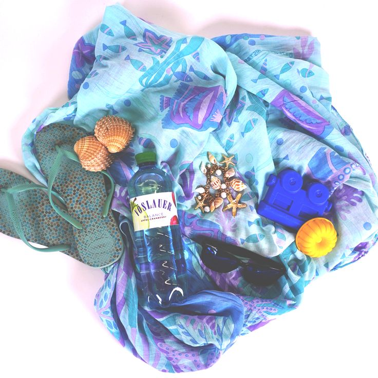 Unsere Vöslauer Beach-Essentials für den perfekten Tag am Strand 🌴☀️ 💦 #vöslauerbalance #vöslauer #jungbleiben #liveoutdoors #summertime #adventureisoutthere #urlaub