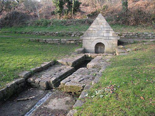 Larmor-Plage - Fontaine du Boulouc'h à proximité du village de Kerguélen