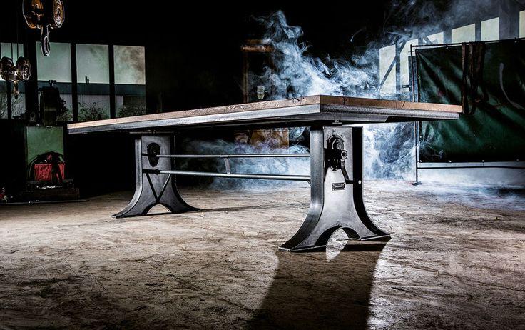 Tämä upea pöytä saatavilla 16.3. alkaen!