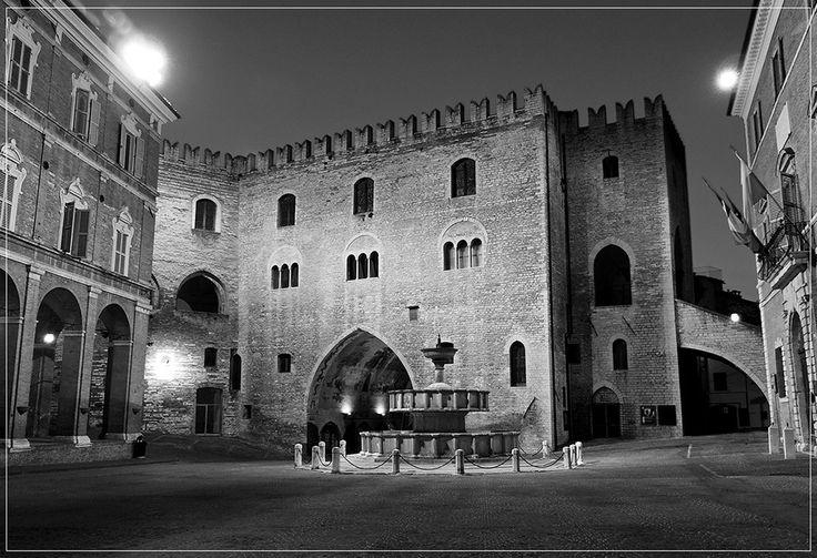 TOURISM in The Marches Region – ITALY - FABRIANO - Palazzo del Podestà - © Copyright Photo Piero Evandri - www.italiamarche.com