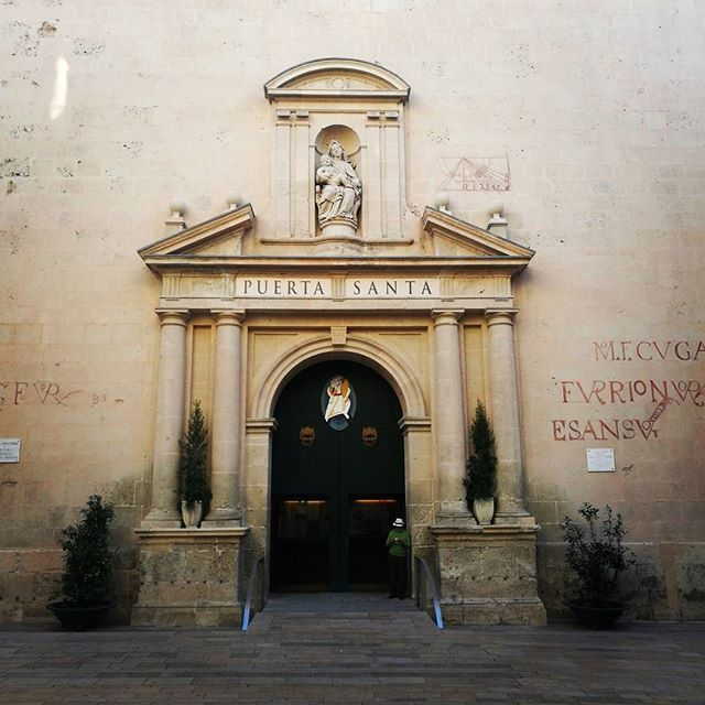 Cathedral doors alicante #airbnb #alicante #costablanca #holidays #tourism #travel  https://www.airbnb.com/rooms/14738778