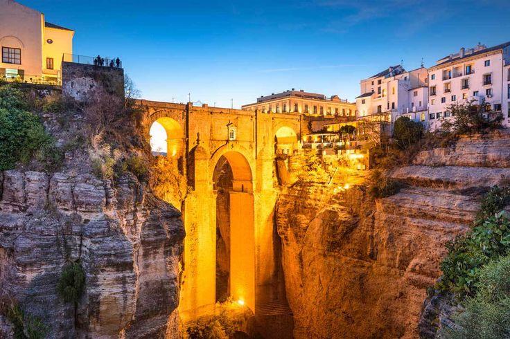 渓谷にある絶景の橋 巨匠が生まれたリゾート地を尋ねる、スペイン「マラガ」の旅行