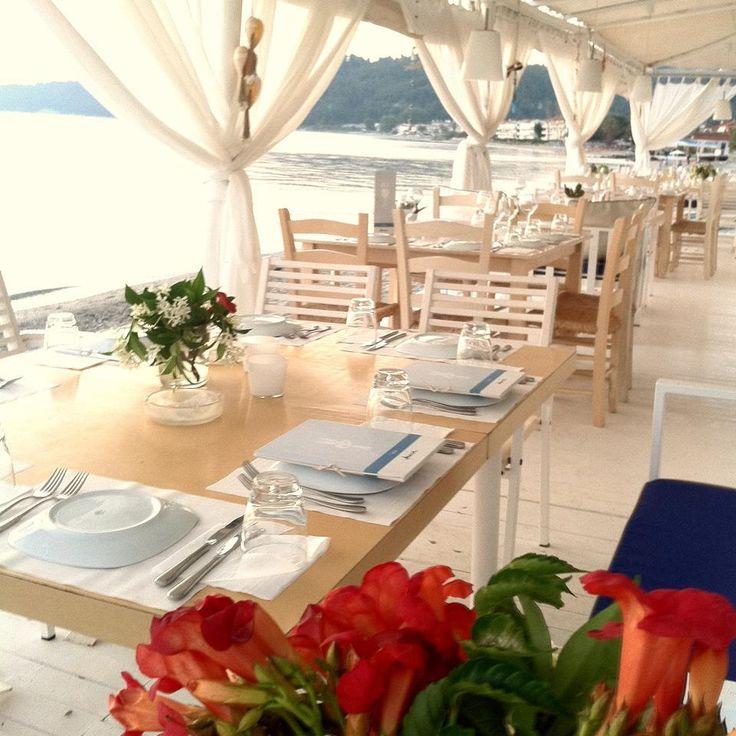 Σε μια λαμπρή τελετή απονομής, που πραγματοποιήθηκε το βράδυ της Τρίτης στην Τεχνόπολη στο Γκάζι, ανακοινώθηκαν τα 100 καλύτερα εστιατόρια της Ελλάδας τα ο