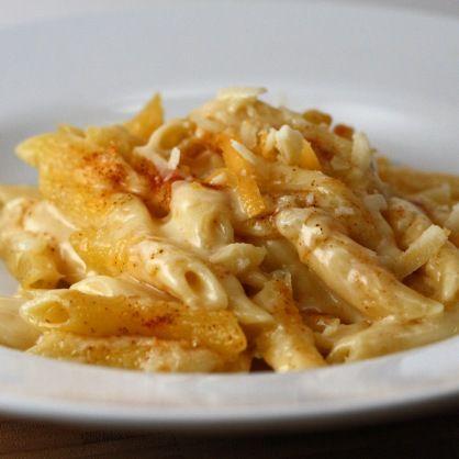 Perfect mac & cheese - cheddar, gorgonzola, gruyere, garlic and chili powders