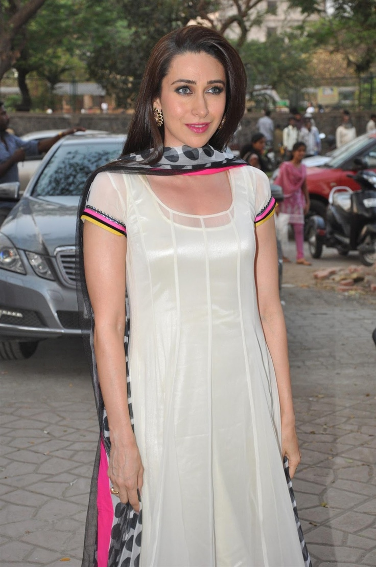 Karishma Kapoor at CRAYONS NGO Event.
