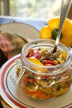 peperoni con tonno e olive nere taggiasche al naturale
