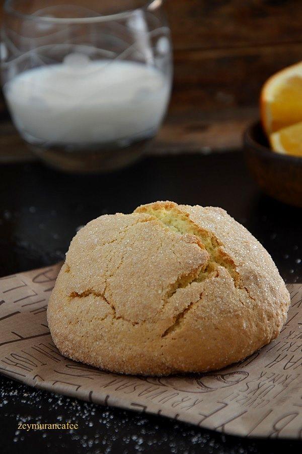 Portakallı kurabiye tarifi diğer adıyla şam kurabiyesi büyük küçük herkesin çok sevdiği nefis bir kurabiye tarifi. Üzeri şekerli. Özelliği karbonatlı ve yoğurtlu olması. Rengini ...