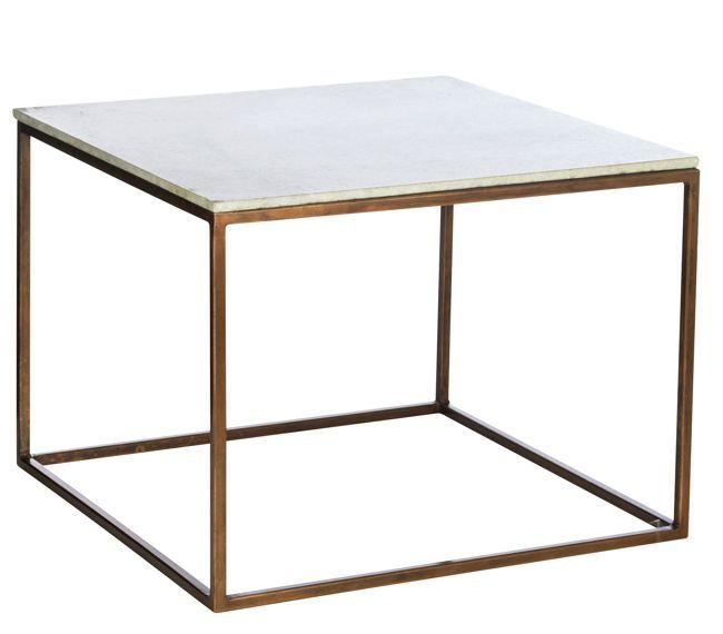 Madam Stolz - Sofabord - 60x60xH45cm Sofa - eller sidebord med kobber stel og marmor plade fra Madam Stoltz.  Et fint lille bord som kan anvendes foran sofaen eller ved siden af sofa eller seng.  Mål: 60x60xH.45 cm.  Leveringstid: 2-3 dage  DKK 1.749,00