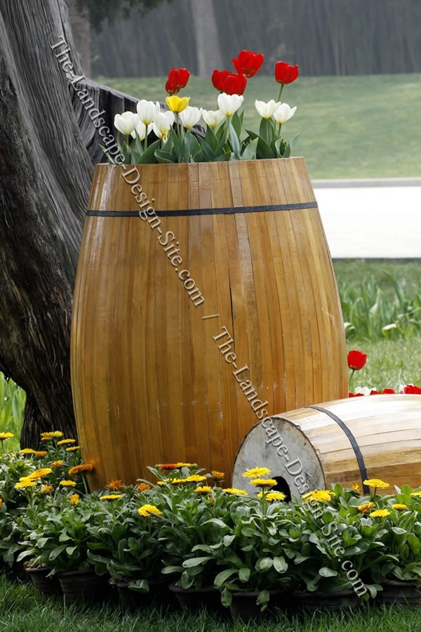 17 best images about barrels and buckets on pinterest for Wooden barrel planter ideas