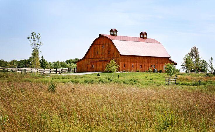 Best 25 gambrel barn ideas on pinterest gambrel roof for Gambrel barn homes kits