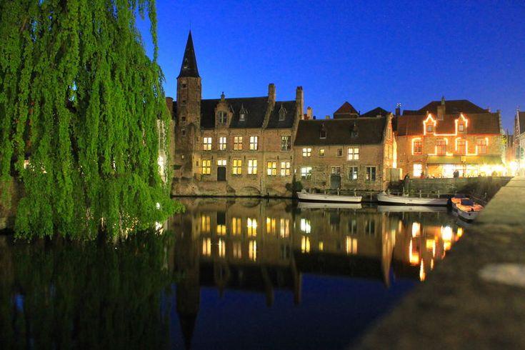 wieczorny spacer po Brugii wzdłuż kanałów