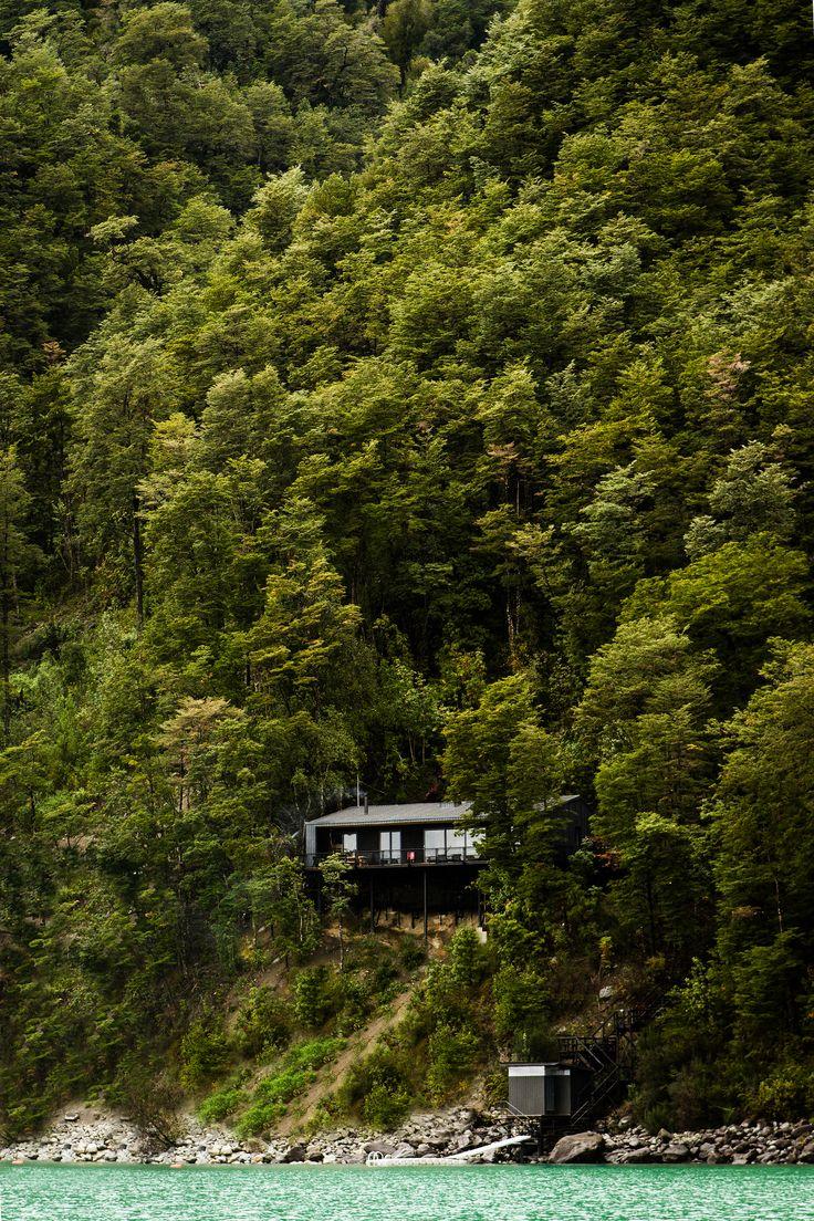 House on Todos Los Santos Lake / Apio Arquitectos