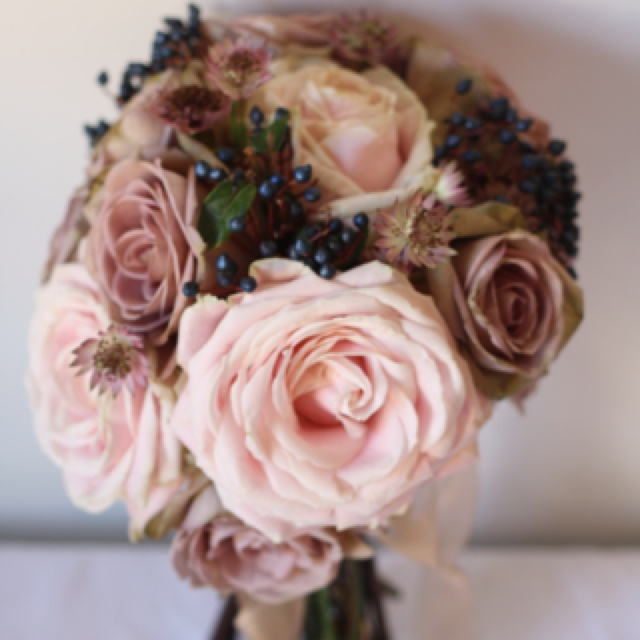 #sweet avalanche and dusky pink winter wedding bouquet ... Wedding ideas for brides, grooms, parents & planners ... https://itunes.apple.com/us/app/the-gold-wedding-planner/id498112599?ls=1=8 … plus how to organise an entire wedding ♥ The Gold Wedding Planner iPhone App ♥