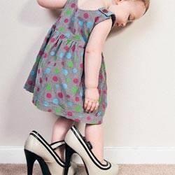 Как правильно подобрать первую обувь для малыша