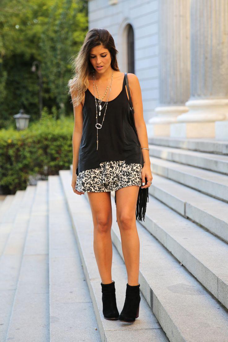 Boho-casual-falda-skirt-black_booties-botines_negros-jeffrey_campbell-zara-bolso_flecos-vintage ...