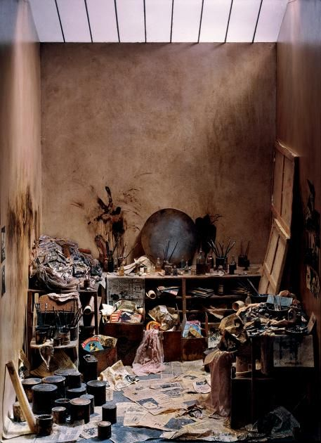 Künstler-Ateliers von Francis Bacon bis Jeff Koons: Schaufenster der Selbstdarstellung - [ART]