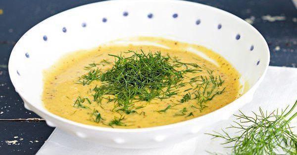 Das honiggesüßte Dressing wird klassisch zu Graved Lachs oder geräuchertem Fleisch serviert. Es passt aber auch zu Blattsalaten oder gegartem Gemüse.