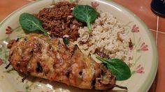 Poitrine de poulet farcie aux épinards, badigeonnée à la grecque #recettesduqc #souper #poulet
