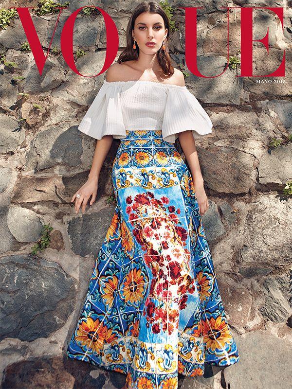Con una segunda portada, la modelo #KateKing revela que Mayo es sinónimo de mujer vestida con un top de Kris Goyri y falda de Dolce & Gabbana Mexico Capsule Collection. #Mayo #VogueEnChile #MadeInChile #VogueLatinoamerica