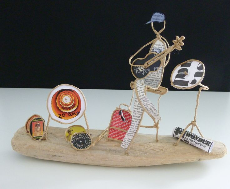 Jeune musicien - Figurine en ficelle et papier