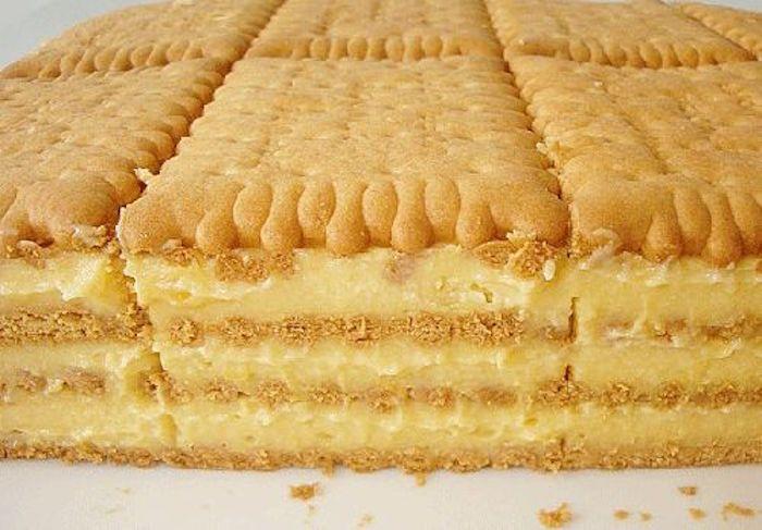 A kekszes krémes nagy előnye, hogy nem kell sütni és mégis nagyon finom. Ha vendégeket vársz, akkor is jó választás, mert mindenki szereti. A finom vaníliás íze egyszerűen varázslatos! Hozzávalók: 400 g háztartási keksz 9 dl tej 2 csomag vaníliás pudingpor 10 evőkanál cukor 1 tasak vaníliás cukor 1 teáskanál reszelt citromhéj 10 dkg vaj …