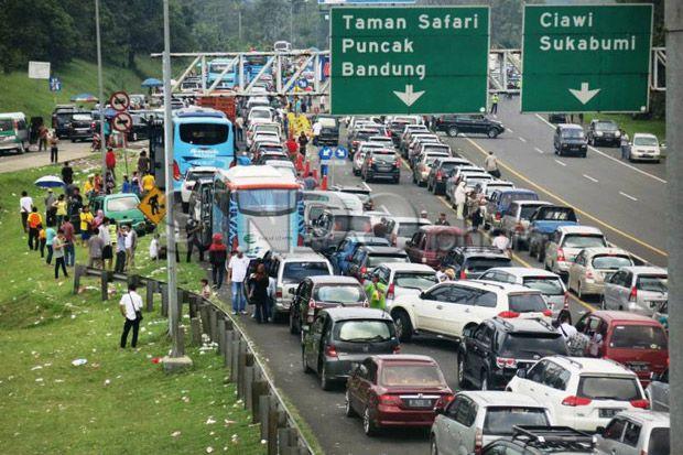 Jelang Tahun Baru Warga Jakarta Penuhi Penginapan di Puncak